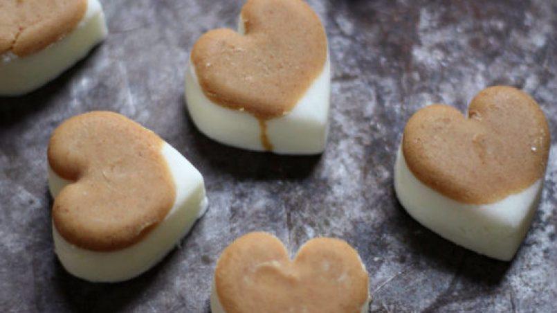 bombones helados de yogur y mantequilla de cacahuete